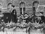 Bob Hope speaks at the Georgetown University Commencement
